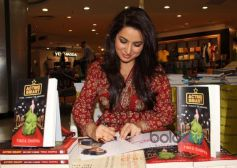 Tisca Chopra signed book Acting Smart for fans