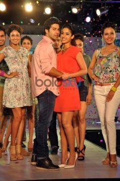 Varun Dhawan and Ileana DCruz during Main Tera Hero Promotion