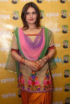 Zarine Khan stuns at promotion of Jaat James Bond