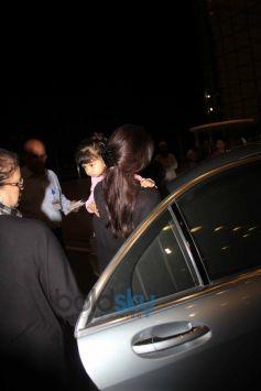 Aishwarya Rai Bachchan with Aaradhya Bachchan spotted at International Airport