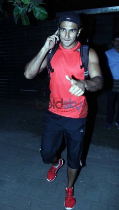 Ranveer Singh snapped at Farhan Akhtar Home