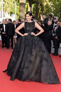 Sonam Kapoor stuns at Cannes 2014