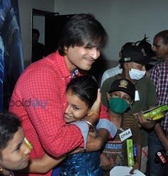 Vivek Oberoi with NGO Kids at special screening of Amazing Spiderman 2