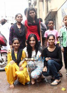 Amrita Rao visits Pratham NGO at Andheri