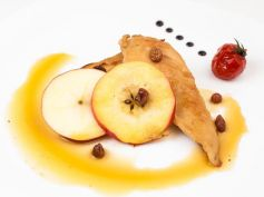 Carmelised Apple With Chicken Steak