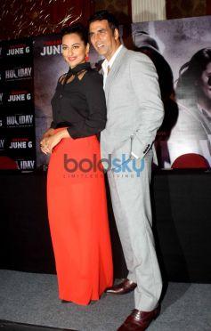 Sonakshi Sinha and Akshay Kumar during Holiday Film Promotion