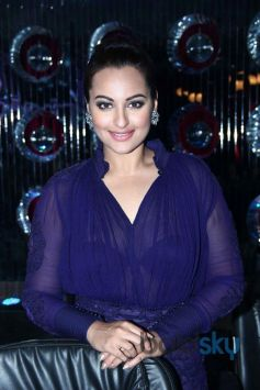 Sonakshi Sinha at Jhalak Dikhla Jaa Season 7