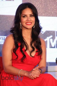 Sunny Leone stuns at MTV Splits Villa Press Meet