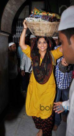 Vidya Balan prays at Mahim Dargah
