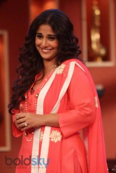 Vidya Balan stuns at Comidy Nights during Film Promotion