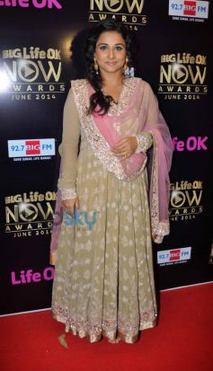 Vidya Balan stuns at Life Ok Awards Special Performance