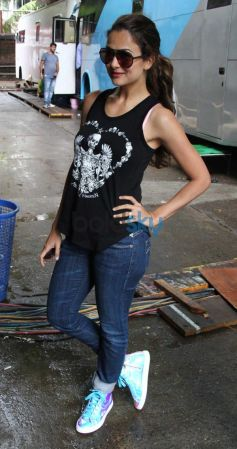 Amrita Arora Khan snapped on the sets of Dolly ki Doli
