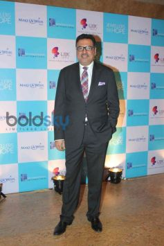 Boman Irani at Make a Wish Foundations Jewellers