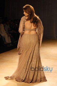 Huma Qureshi stuns at ICW 2014 Rimple and Harpreet Narula Show