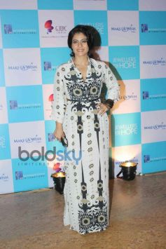 Kajol at Make a Wish Foundations Jewellers
