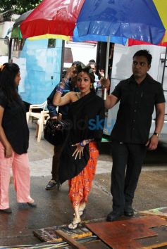 Malaika Arora Khan snapped on the sets of Dolly ki Doli