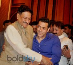 Salman Khan at Baba Siddiqui's Iftaar Party