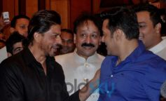 Shahrukh & Salman at Baba Siddiqui's Iftaar Party