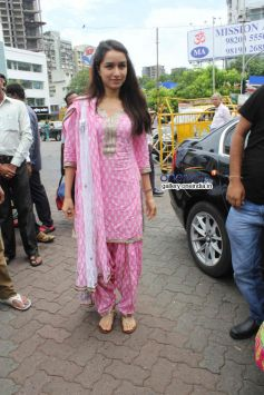 Shraddha Kapoor at Siddhivinayak Temple for Success of Ek Villain