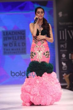 Shraddha Kapoor stuns at IIJW 2014