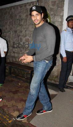 Sidharth Malhotra snapped at Nido Bandra