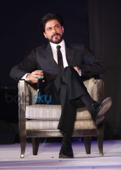 SRK launches Leading Jewellers