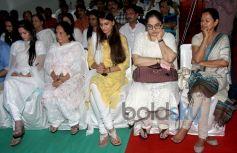 Late Dharmesh Tiwari's wife and daughters with Shagufta Ali and Zarina Wahab