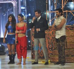Anil Kapoor with contestants