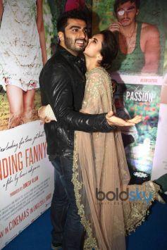 Deepika Kissing Arjun Kapoor