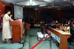 Kareena Kapoor addressing People