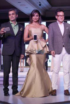 Lara Dutta unveiled Samsung Galaxy Alpha