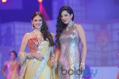 Aditi Rao Hydari  And Amy Billimoria