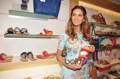 Esha Gupta Inaugurates Iconic Bata Store