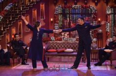 Happy New Year Team In Comedy Nights With Kapil