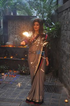 Raveena Tandon Celebrates Diwali At Her Residence