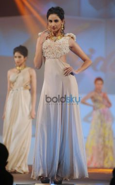 Sushmita Sen Stuns  At Bullion Summit Fashion Show