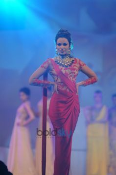 Sushmita Sen Stuns  At Bullion Summit Fashion Show