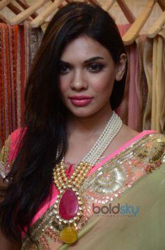 Ushma Vaidya Collection Preview At DVAR