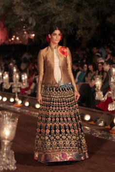Wills India Fashion Week 2015 Grand Finale By Rohit Bal