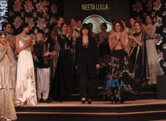 Esha Gupta And Neeta Lulla