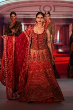 Vaani Kapoor In Diva'ni