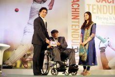Sachin Tendulkar Presenting Copy To His first Coach And Guru Ramakant Achrekar