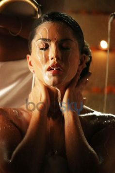 Sunny Leone Has Bath With 100 lts Of Milk For Bobby Khan's Leela.