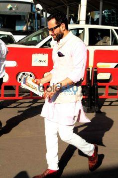 PAPPARAZZI- Saif Ali Khan Snapped At Mumbai Domestic Airport