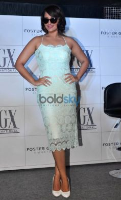 Sonakshi Launches American Eye Wear Brand, Foster Grants In India
