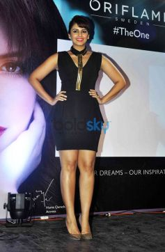Gorgeous Huma Qureshi Launches Oriflame 'The One' Cosmetics Range