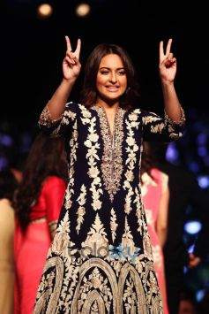 Sonakshi Sinha- A Goddess On The Ramp
