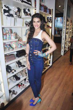 Kriti Sanon Launches Spring Summer 2015 Collection At ALDO Store In Phoenix Mall