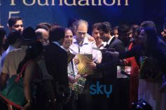 SRK At Dadasaheb Phalke Film Foundation Awards 2015