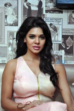 Sara Loren Inauguration of Dazzle Rest O Lounge